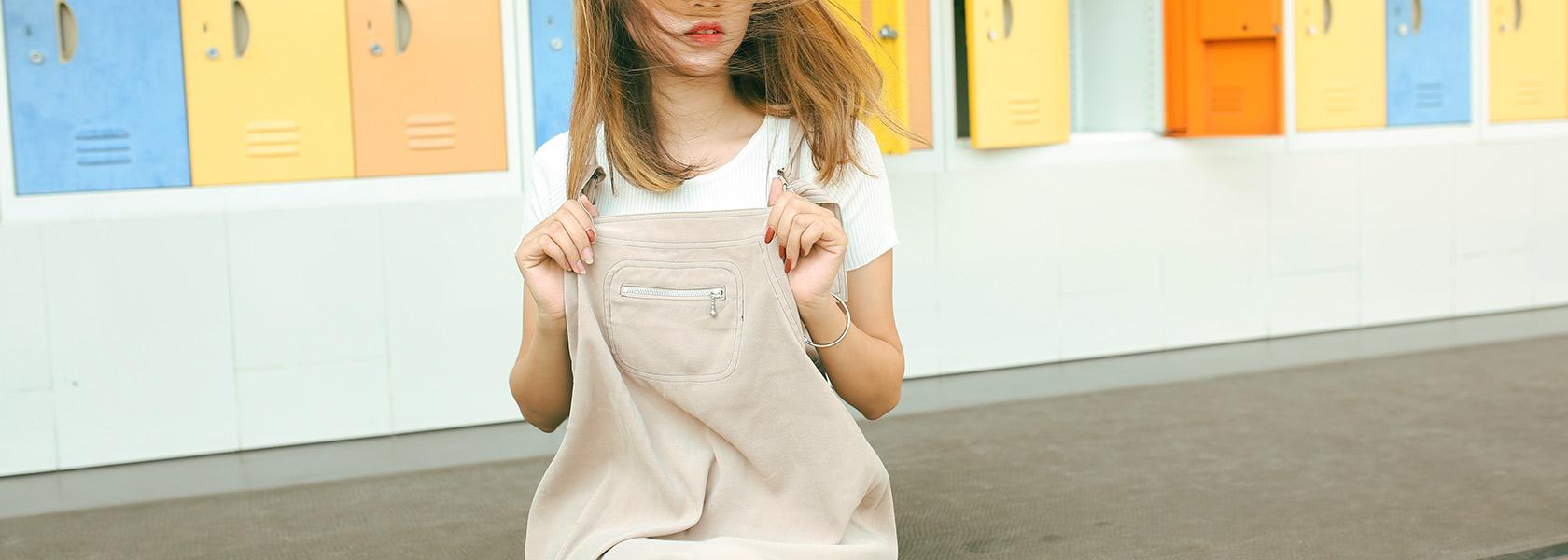 コーデ術を身に付けて韓国服(オルチャンファッション)を楽しもう♪-オーバーオールを着た女性