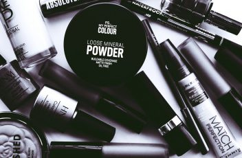 monochrome-photo-of-cosmetics-2537930 (1)
