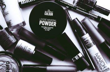 monochrome-photo-of-cosmetics-2537930 (1)